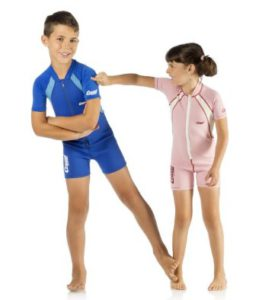 Vergleich der 5 besten Neoprenanzüge für Kinder