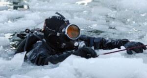Trockenanzug für das Tauchen im Eis